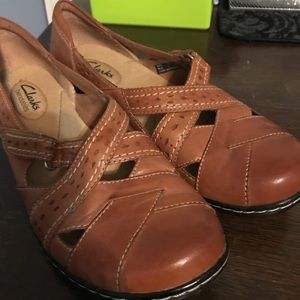 CLARKS Tan Leather Mary Jane size 8